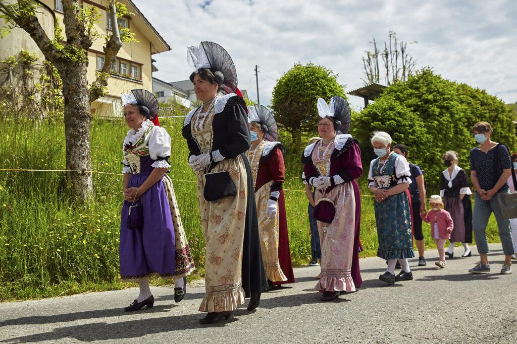 Messfeier Fronleichnam Prozession Schlatt Appenzell Trachten